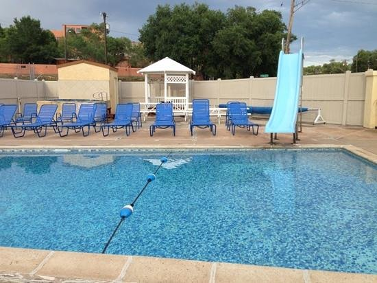 Mecca Motel: Nice heated pool and hot tub