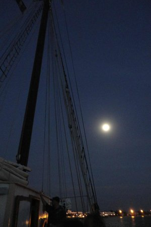 Western Union Schooner : Almost full moon over Key West