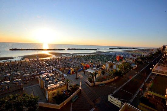 Hotel Augusta: panorama all' alba dal terrazzo dell'albergo Augusta