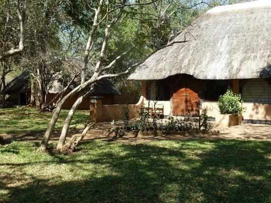 Kapani Lodge - Norman Carr Safaris: Bunglaow