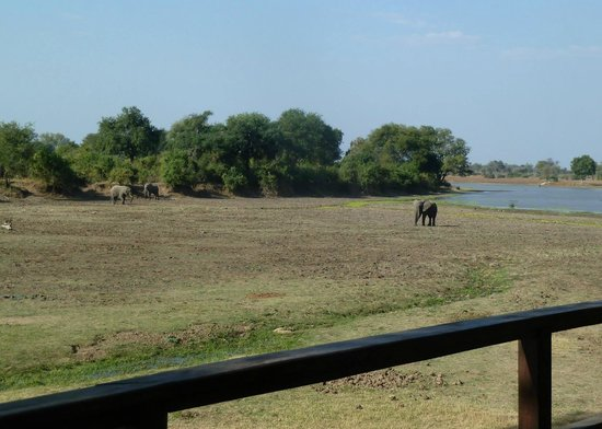 Kapani Lodge - Norman Carr Safaris: View from Dining Area