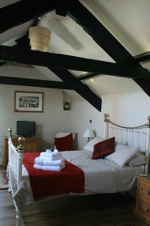 Boyton Farmhouse Bed and Breakfast: The Top Floor Bedroom