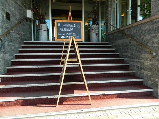 Parkhotel Ruedesheim am Rhein: Front Entrance