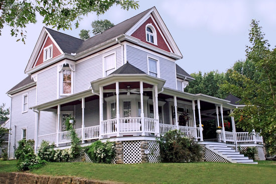 Eagle Hill Manor Bed & Breakfast