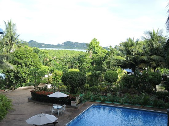 Palasia Hotel Palau: View from lobby area... looking out back to hotel grounds!