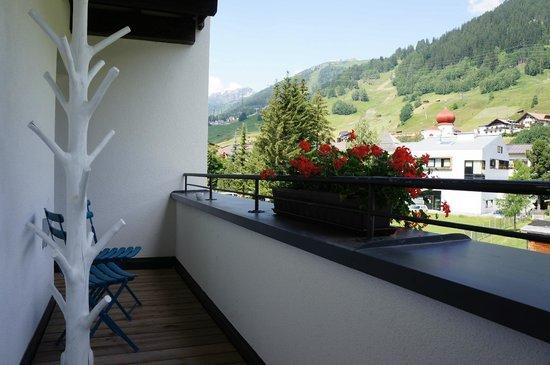 Valluga Hotel: le balcon attenant à la chambre
