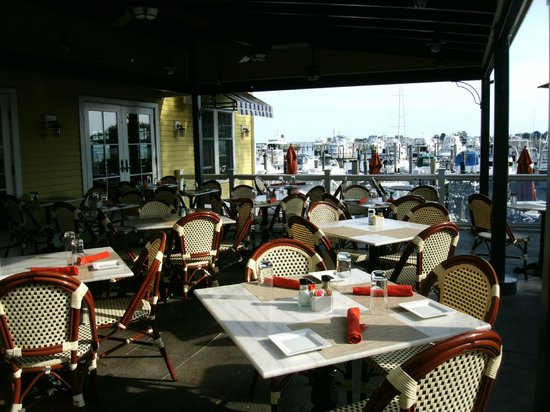 Fresh Salt: Waterfront Outdoor Patio Dining