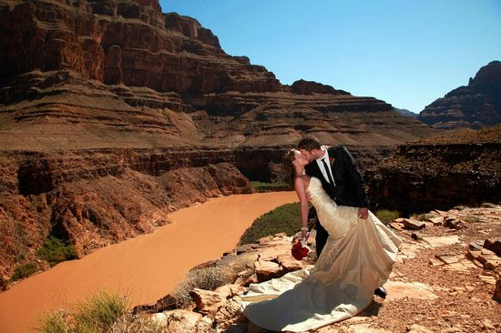 Scenic Las Vegas Weddings Chapel Helicopter Wedding Packages At The Grand Canyon