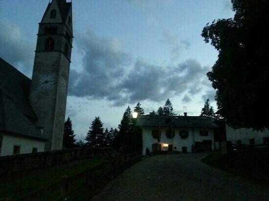 Achillea Bed & Breakfast: la bellissima chiesa che e' di fianco.