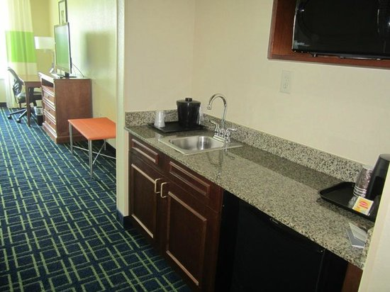 Fairfield Inn & Suites Valdosta: ROOM 500.  Lots of space.   Kitchen area very nice w/ a sink