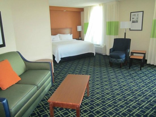 Fairfield Inn & Suites Valdosta: ROOM 500.  Lots of space.  The living / bed area.  SO NICE