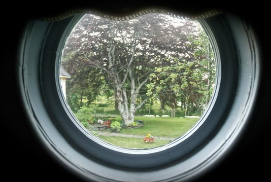 Rothesay House Heritage Inn Bed & Breakfast: View from porthole window in bedroom