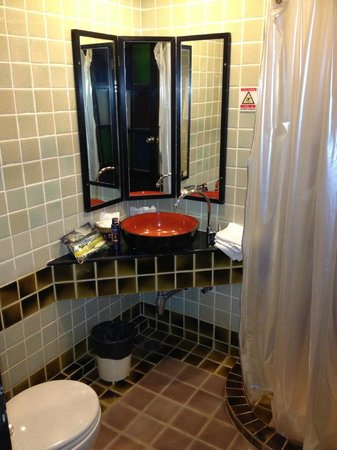 WangBurapa Grand Hotel: detalle del baño
