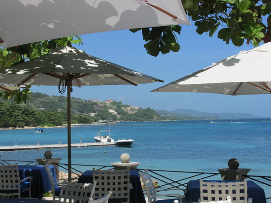 Round Hill Hotel & Villas: Seaside Terrace with View