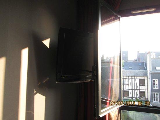 Best Western Hotel Litteraire Gustave Flaubert: Genius combination of window and TV