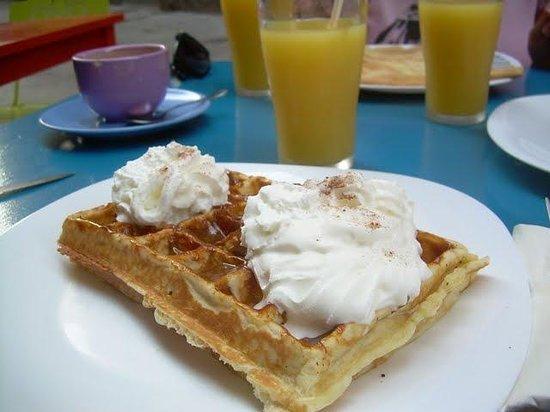 Creperie l'Oranger: Gofre con dulce de leche y nata