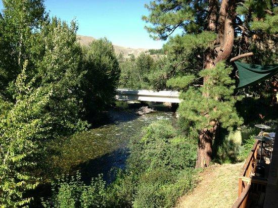 Twisp River Suites: Methow River