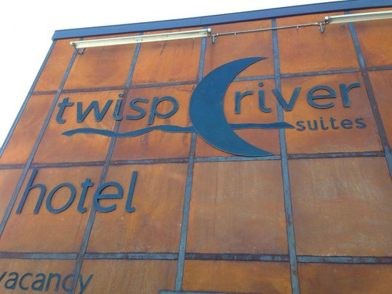 Twisp River Suites: Outside of hotel