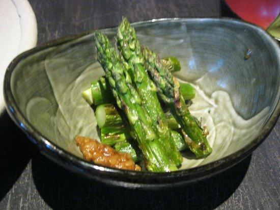 Otokonohochoryoritorobatayaki Ippoippo: Asparagus with moro-miso