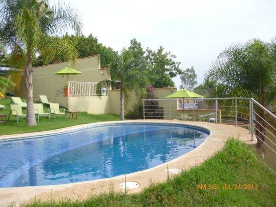 Hotel Posada Mirador: ALBERCA PRINCIPAL CON CHAPOTEADERO