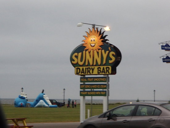 Sunny's Dairy Bar: sign