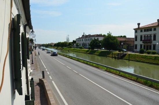 Villa Dolcetti : вид улицу и на канал