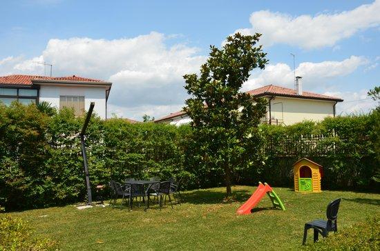 Villa Dolcetti : дворик