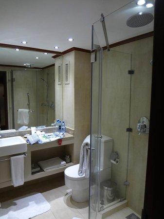 Fairmont The Norfolk: Bathroom