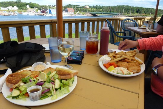 Carr's  Oyster Bar: Crab cake et fish'n chip