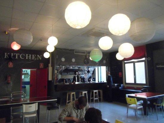 Equity Point Centric Hostel: Refeitório, cantina, bar.