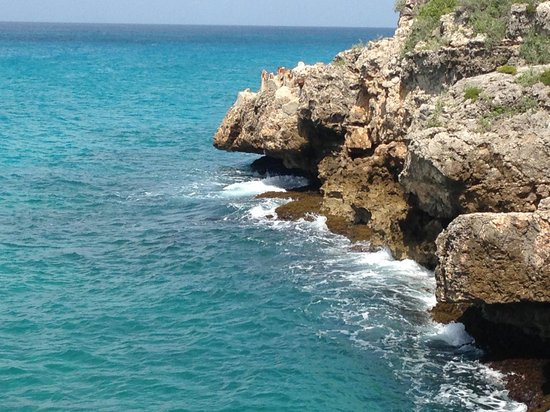 Cupecoy Bay, St-Martin / St Maarten : The cliffs..
