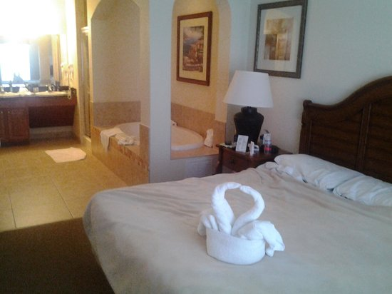 Lake Buena Vista Resort Village & Spa: main bedroom with Jacuzzi bath and separate shower room