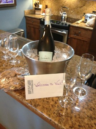 The Sebastian - Vail: Welcome note and champagne and cookies!