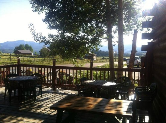 Prospector Place- GoldDigger Grill and Povery Bar: Outdoor Dining