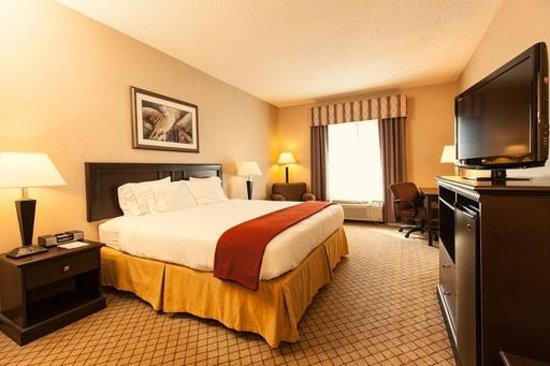 Holiday Inn Express Hotel & Suites Roseville-Galleria Area: King Bed Guest Room