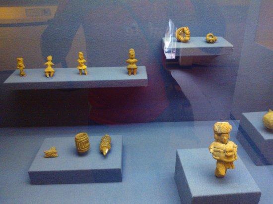 Piezas en el interior del museo de Cuicuilco
