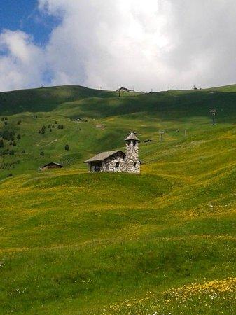 Rifugio Firenze: chiesetta sui pascoli