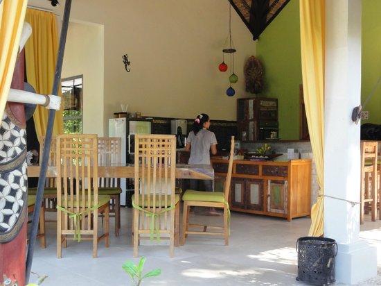 Minabali Bunga'lo: salle à manger ouverte sur le jardin