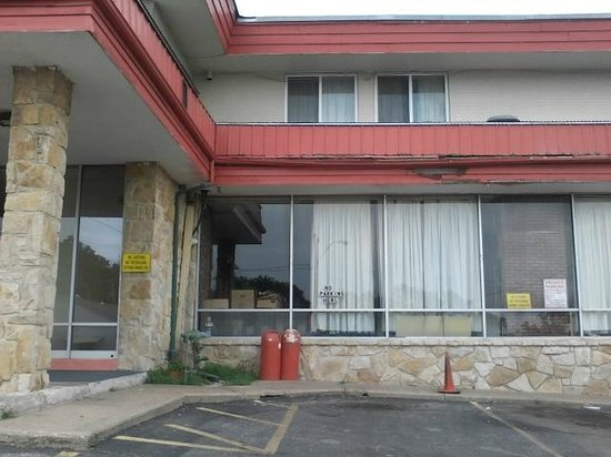 KC Travel Inn: Main entrance