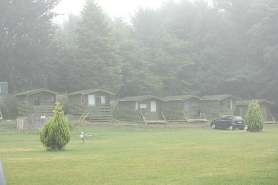 6am Eco huts in the morning mist - Picture of Budle Bay