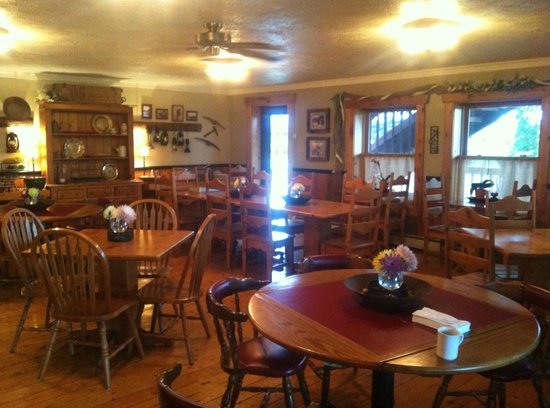Prospector Place- GoldDigger Grill and Povery Bar: Diningroom