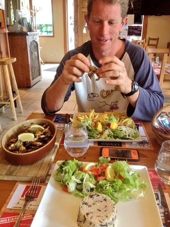 Le Grillon: Frogs legs with salad