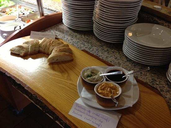 Restaurant Savanna: Brot mit leckeren Dips