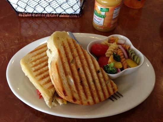 Castlerock Coffee & Candy: Toast Chicken verry good!