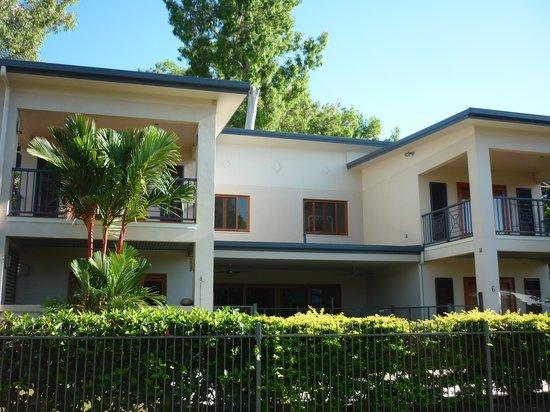 Agincourt Beachfront Apartments: Vue de la façade