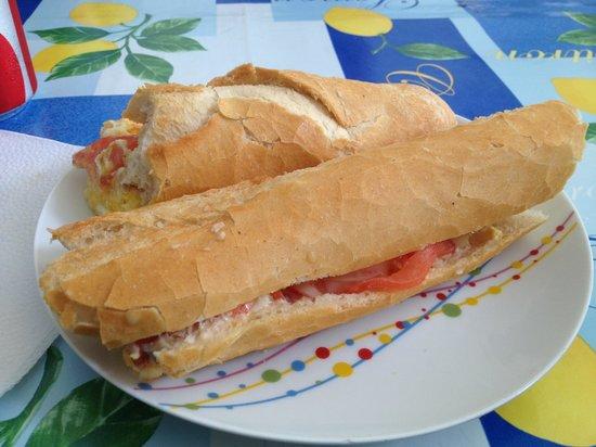 L'ile Flottante: Egg and cheese sandwich-yum!