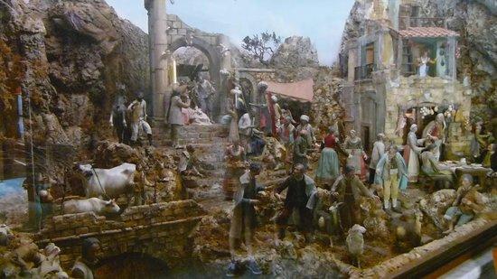 Duomo dei San Filippo e Giacomo: Nativity Figurines