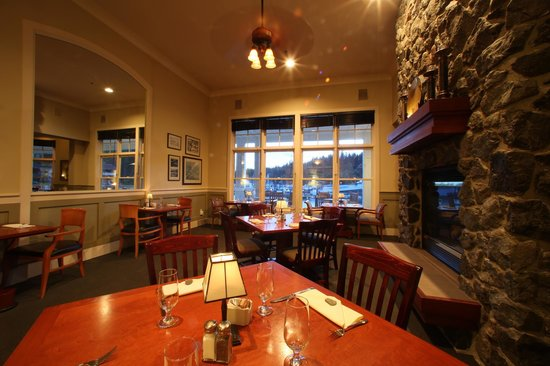 The Fireside Restaurant: Ambiance