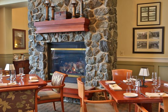 The Fireside Restaurant : Dining Room