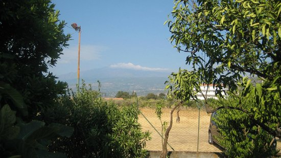 B&B La Stella di Naxos: View of Etna from the garden